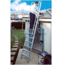 Utilizzo della scala per soppalchi in alluminio 5 gradini