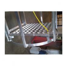 scala con gabbia di protezione particolare piano di riposo
