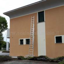 Scala con fune 4 rampe 10 gradini aperta a metà dimensioni reali; altezza struttura metri 7 circa