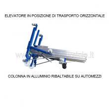 Sollevatore per materiali mod. 720 in posizione da trasporto ribaltabile